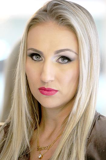 Gina Mardones (modelo: Andressa Marroni/