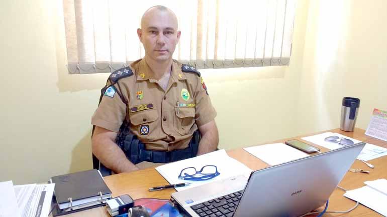 Luiz Guilherme Bannwart/Divulgação - O comandante da 4a Companhia de Polícia Militar, capitão Robson Falk, reconhece o apoio da população no combate da violência