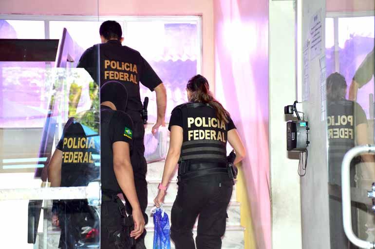 Rúbio Marra/Futura Press/Estadão Conteúd - Agentes chegam à sede da Superintendência da Polícia Federal, em Belém, após   cumprirem mandado de busca e apreensão da Operação Leviatã