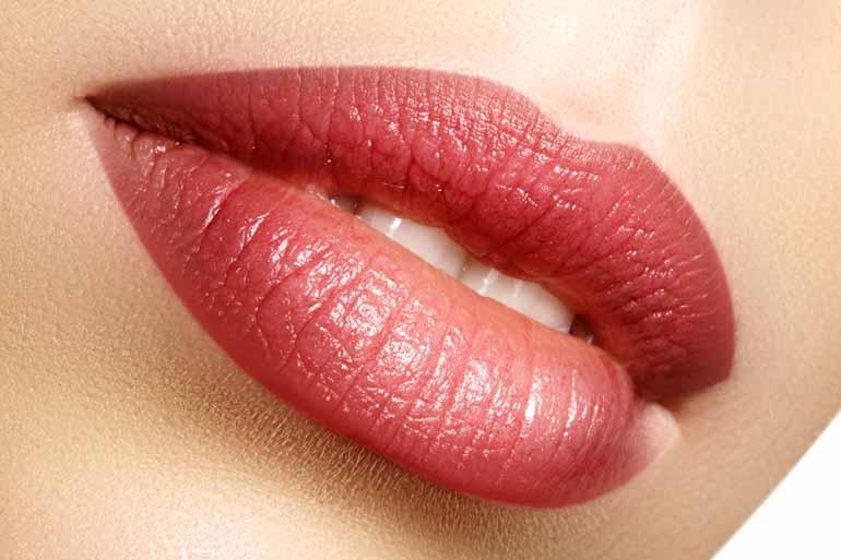 03 - Na boca, os nudes ganham novos tons, como o marrom