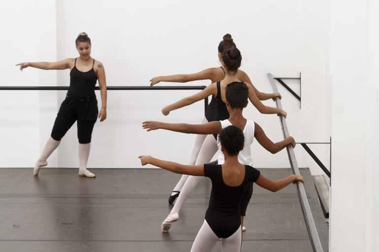 Fotos: Roberto Custódio - Nova sede da Fundação Cultura Artística de Londrina (Funcart) na zona Norte, surge para atender uma demanda de crianças e adolescentes que sonham em chegar longe, ou especificamente, ao Ballet Bolshoi