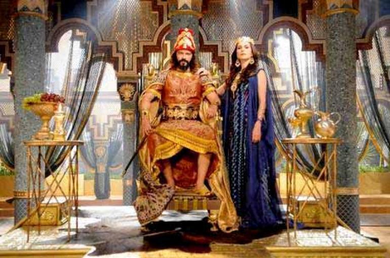 Munir Chatack/Record - Nabucodonosor nomeia Daniel como chefe de todos os governadores da Babilônia