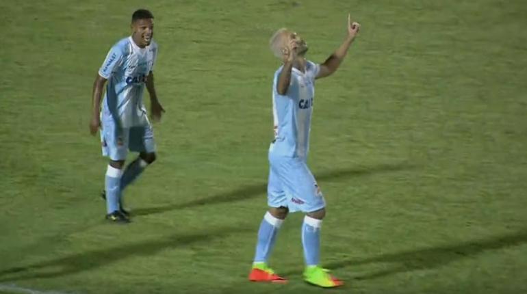 Reprodução/SporTV - LEC tirou a zica na noite deste sábado e voltou a marcar após três partidas