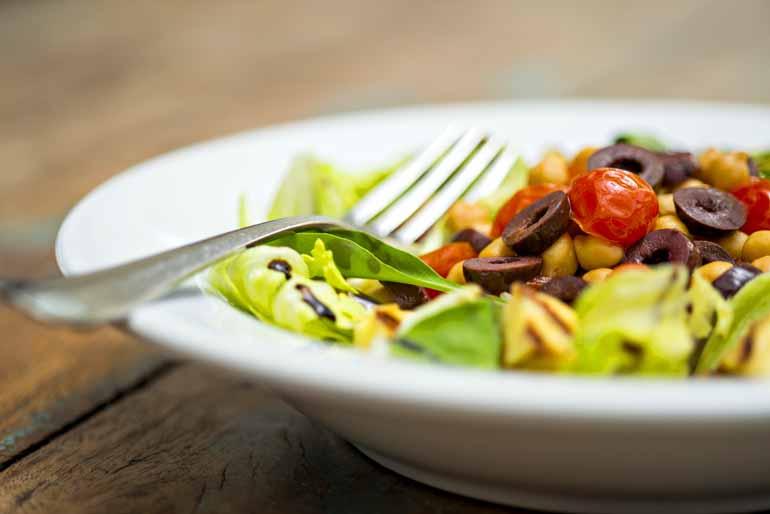 Salada Fit: servida com creme de palmito é uma especialidade cheia de sabor