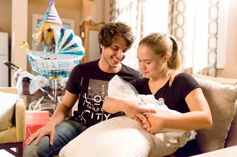 Tata Barreto/Globo - Lucas e Martinha cuidam juntos do filho e acabam se aproximando