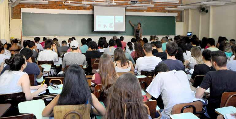 Anderson Coelho - Os candidatos aos vestibulares se inscrevem também para o Enem, que representa mais uma possibilidade para ingresso nas universidades