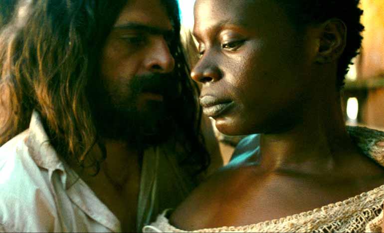 Divulgação - No filme, Joaquim (Tiradentes) mantém relações sexuais com uma escrava a quem chama de Preta