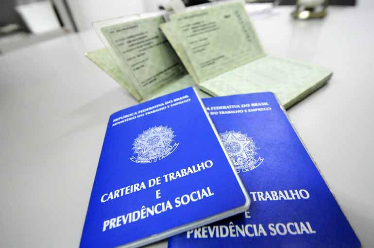 Anderson Coelho - No acumulado dos 12 meses, Londrina registra um saldo negativo de 2,50% nas contratações com carteira assinada
