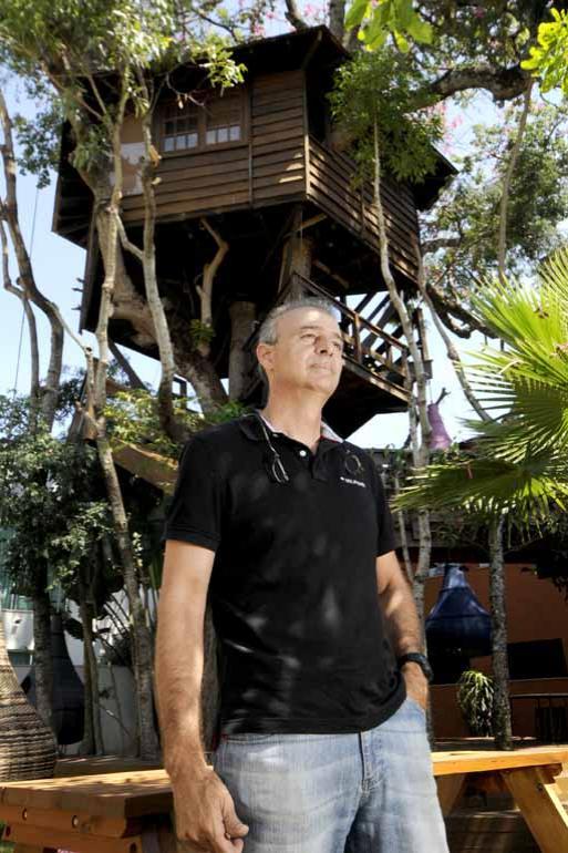 Gina Mardones - O empresário Ricardo Brunelli, de 51 anos, construiu seu escritório em cima de uma paineira-rosa no quintal de casa: sonho de menino