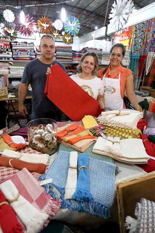 Aparador Chan Jader Almeida ~ Artigos em couro, bijuterias e muito artesanato Folha de Londrina O Jornal do Paraná Brasil