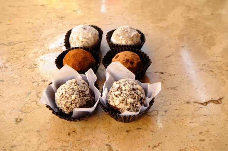 Trufas com chocolate belga: com ou sem kirch, uma delícia