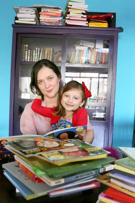 Roberto Custódio - Milena Scheller Seki com a filha Manuela, de 6 anos: