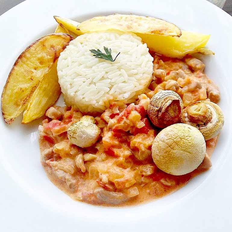 Fotos: Luiz de Paula/ Divulgação - Strogonoff de carne suína: com cogumelos e batata rústica é um prato fácil de preparar para um Dia das Mães sem muito trabalho na cozinha