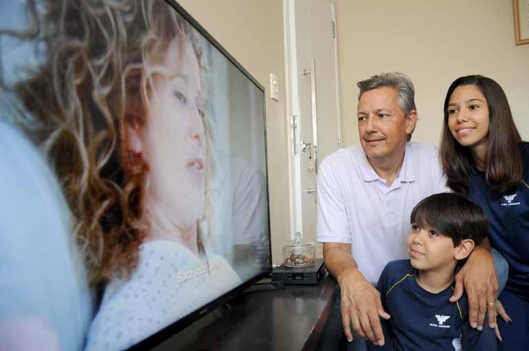 Gustavo Carneiro - Fernando Francisco de Paiva e os filhos Rafaela, de 14 anos, e Pedro, de 10: bons momentos em família