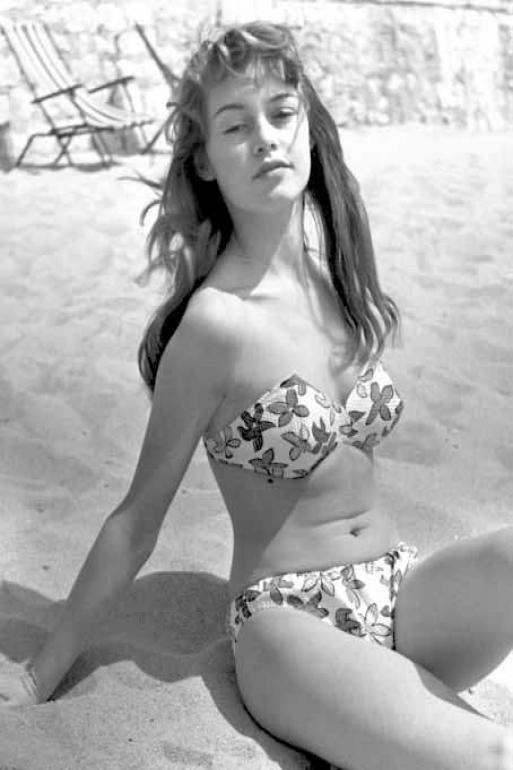 Fotos: AFP - Brigitte Bardot na sua primeira participação no Festival de Cannes, em 1953, arrasou ao aparecer de biquíni na praia