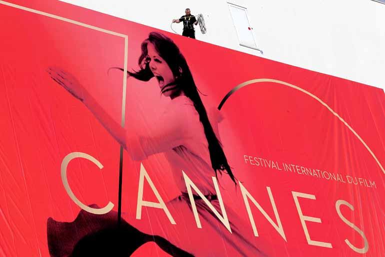 Valery Hache/ AFP - Banner oficial do festival em 2017: na próxima quarta-feira (17), os olhos do mundo se voltam de novo para Cannes