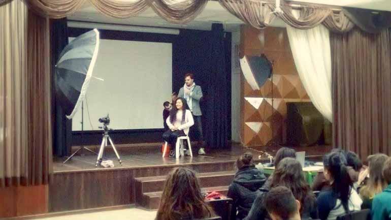 Fotos de Divulgação - Aulas de fotografia no Colégio Estadual Professora Maria Aguiar, em Curitiba (PR), foram conseguidas através do projeto