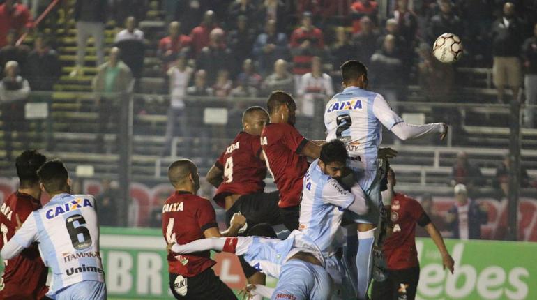 Jonathan Silva/Geb - Brasil e Londrina fizeram um jogo disputado em Pelotas