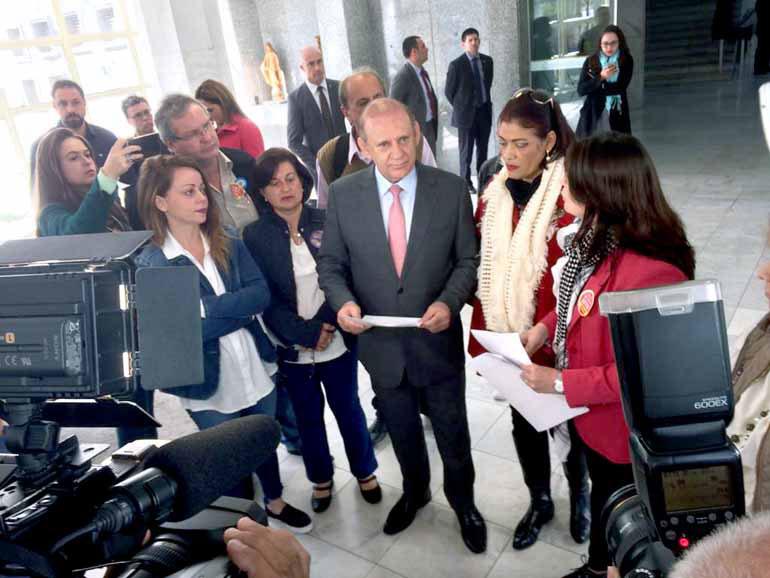 Amanda Audi - Representantes do Fórum de Entidades Sindicais entregaram o estudo financeiro ao presidente da AL, Ademar Traiano (PSDB)