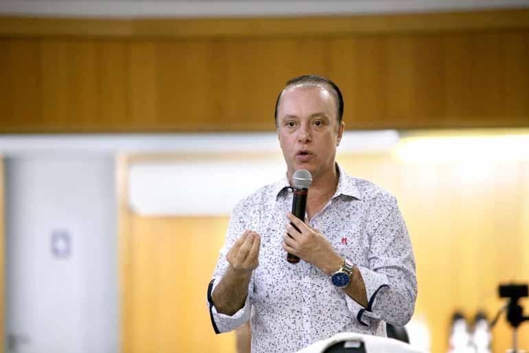 Fernando Cremonez/CML - Questionado na Câmara, o secretário de Fazenda e Planejamento, Edson de Souza, reafirmou que os números da prefeitura estão corretos