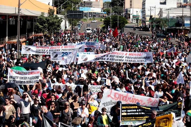 Anderson Coelho/28-04-2017 - Após apoiar a greve geral em Londrina no último dia 28, Coletivo dos Sindicatos de Londrina se mobiliza pela aprovação de eleições diretas à Presidência