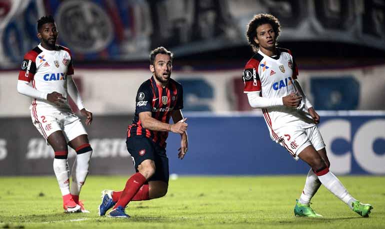 Juan Mabromata/AFP - Presidente rubro-negro garantiu a permanência de Zé Ricardo, apesar da desclassificação precoce na Libertadores