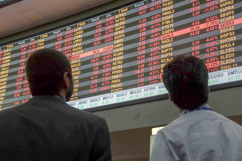 Nelson Almeida/AFP - A orientação de economista ouvido pela FOLHA é que só o investidor