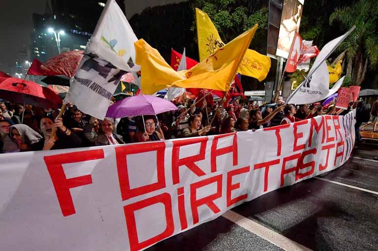 Nelson Almeida/AFP - Tradicional palco de protestos em São Paulo, a Avenida Paulista foi tomada ontem por centenas de pessoas