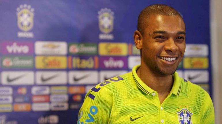 Rafael Ribeiro / CBF - Fernandinho está rindo à toa: grande momento no Manchester City e na seleção brasileira