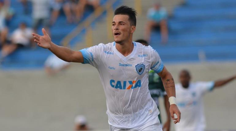 Gustavo Oliveira/ Londrina Esporte Clube - Golaço do artilheiro! Jonatas Belusso abriu o placar na tarde deste sábado