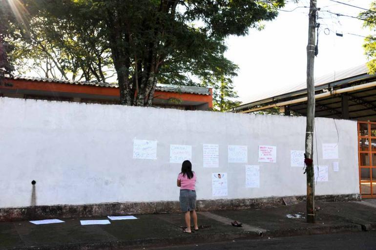Gustavo Carneiro - Colegas do jovem colaram cartazes no muro do colégio Maria José Balzanelo Aguilera