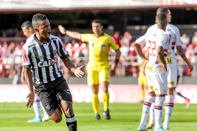 Rodrigo Gazzanel/Futura Press/Estadão Conteúdo - Cazares foi um dos atleticanos que mais incomodou a zaga tricolor; meia equatoriano marcou o primeiro