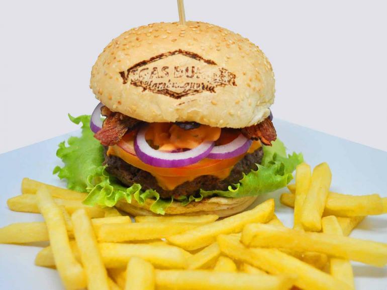 Luiz de Paula/ Divulgação - Vegas Salada Bacon: hambúrguer grelhado no char broiler deixa o lanche suculento