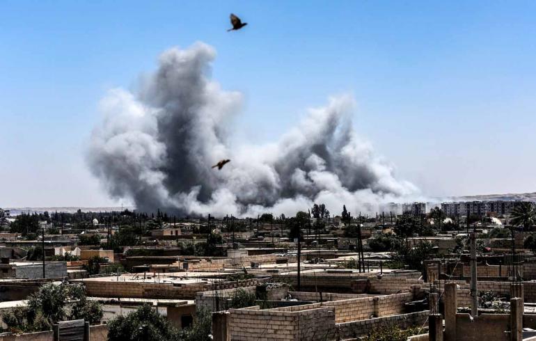 Bulent Kilic/AFP - A guerra começou há seis anos, em 15 de março de 2011; 18 mil crianças perderam a vida neste período