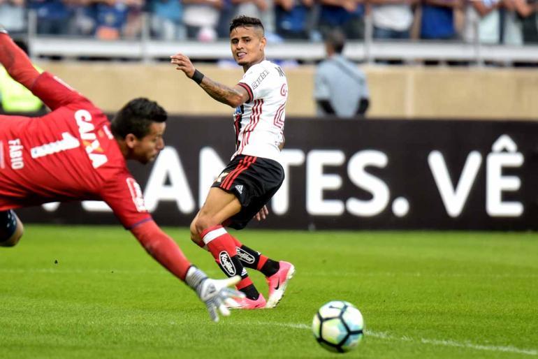 André Yanckous/AGIF/Estadão Conteúdo - Éverton abriu o placar, mas rubro-negro não conseguiu diminuir a diferença para Corinthians; mineiros seguem fora do G6