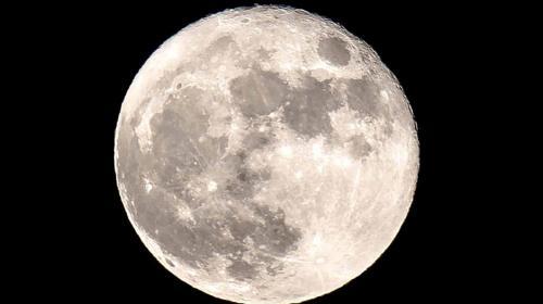 Cientistas conseguem novas evidências de água no interior da Lua