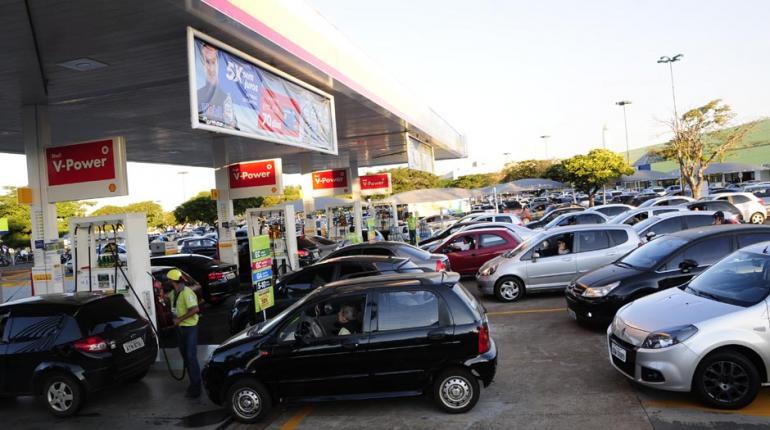Resultado de imagem para postos de gasolina lotados