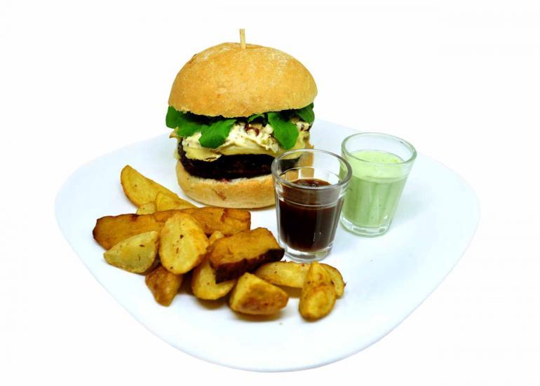 Luiz de Paula/Divulgação - Bart, O Negro: hambúrguer bovino de 180 gramas, queijo brie, molho de mostarda Dijon e rúcula