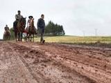 Moradores de áreas rurais em Londrina vivem na lama