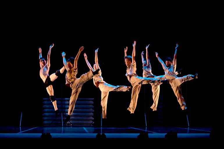 Fávio Alcover/ Divulgação - Alunos da Escola Municipal de Dança e o Ballet de Londrina mostram a excelência de seu trabalho em coreografias clássicas e contemporâneas