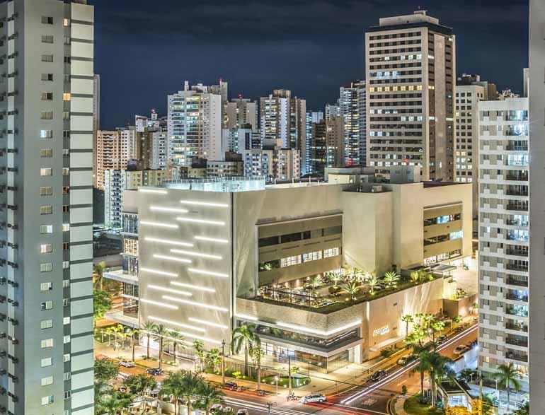 3º lugar: foto de Roberto Ferreira dos Santos, imagem noturna feita na Gleba Palhano documenta o processo de urbanização da cidade