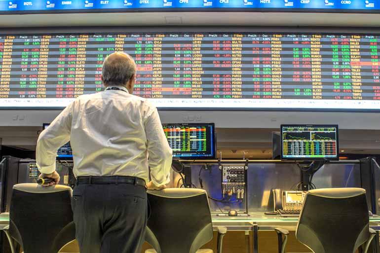 4fed3d530 Analistas financeiros creditam ao histórico de juros altos um dos  principais fatores para a pequena participação