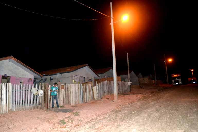 Gilson Sarapho/Divulgação - Parte das casas ainda estão vazias à espera da conclusão das obras, mas instalação da rede elétrica e iluminação das ruas foram concluídas pela Copel