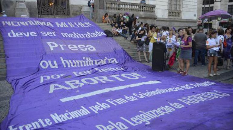 Tomaz Brasil/Agência Brasil - Mulheres protestam, na Cinelândia, contra PEC 181 que pode criminalizar todas as formas de aborto no país