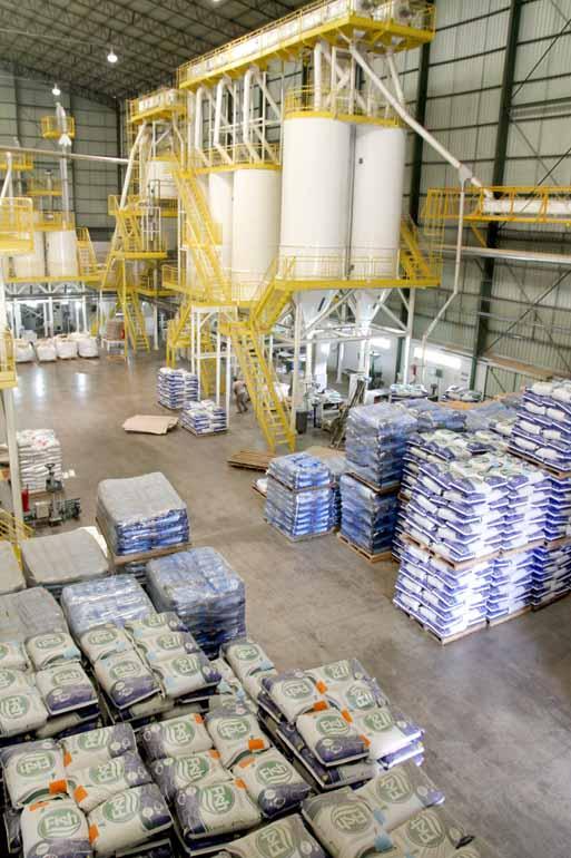 Roberto Custódio - A cooperativa Integrada, maior empresa de Londrina, investiu R$ 40 milhões em adequação de estrutura e inaugurou uma nova fábrica de ração