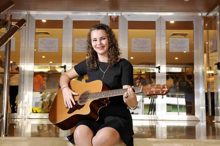 Anderson Coelho - Beatriz Alvares, 16, instrumentista autodidata e compositora: altas habilidades musicais