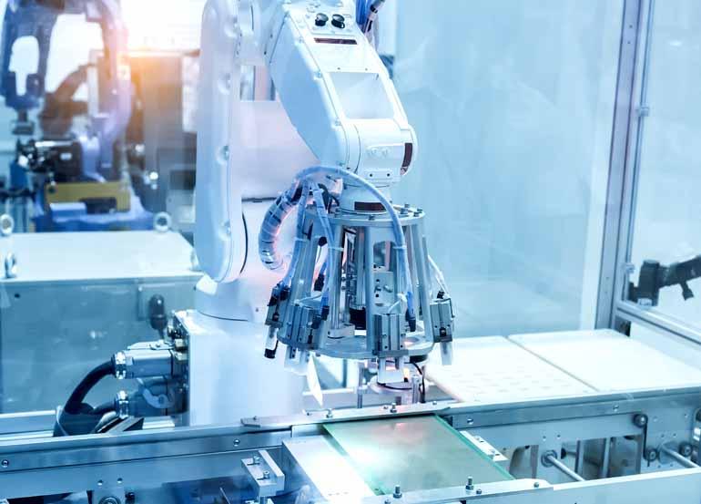 Shutterstock - Robôs ficam com funções repetitivas, mas haverá novas oportunidades nas fábricas