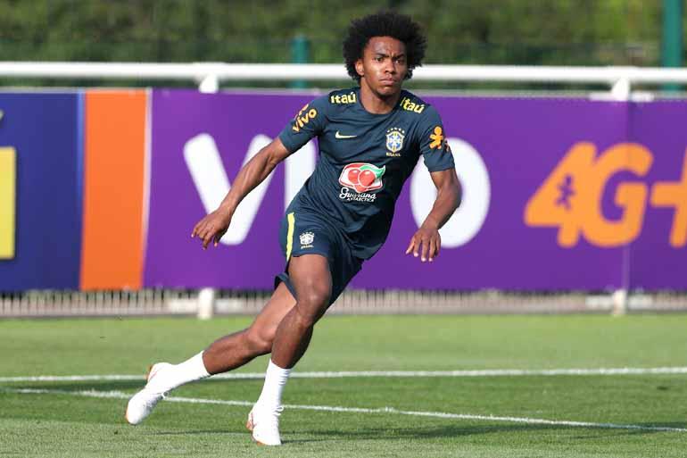 9903d4a20b Daniel Leal-Olivas AFP - Willian vai compor setor ofensivo com Coutinho e  Gabriel