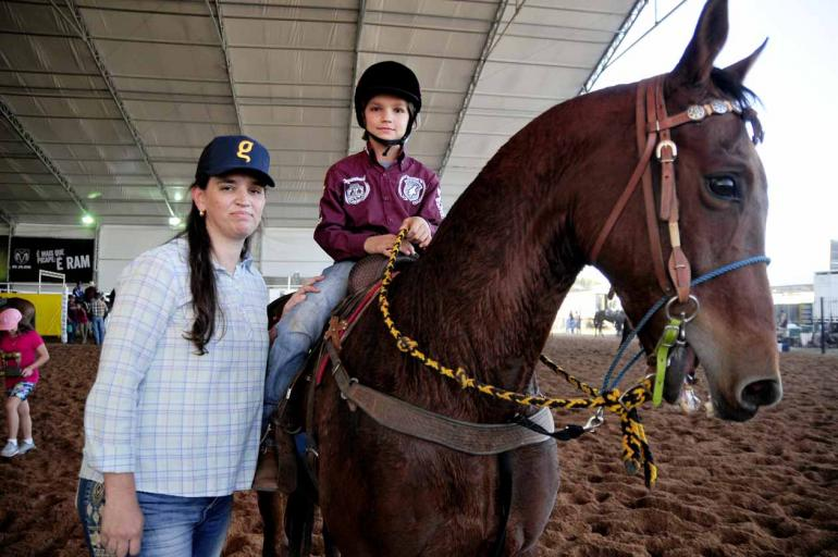Gabriel Afonso com a mãe Maria Lúcia Neves de Garcia: garoto começou a competir aos 5 anos