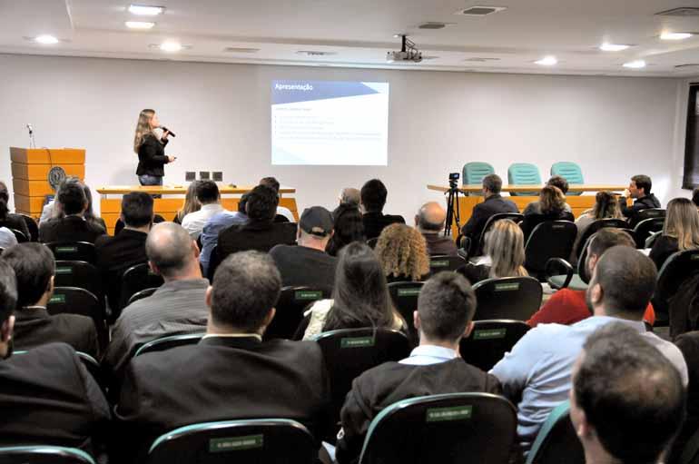 Anderson Coelho - O encontro de negócios reuniu cerca de 100 pessoas, entre fornecedores e compradores de produtos e serviços, na Associação Médica